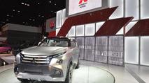 Mitsubishi GC-PHEV concept live in Chicago