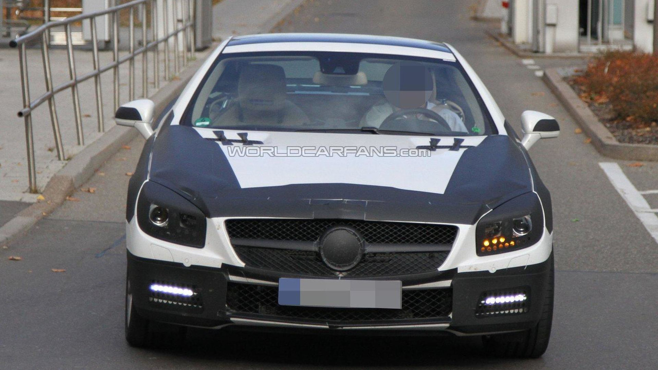 2012 Mercedes-Benz SL spied with less camo 07.11.2011