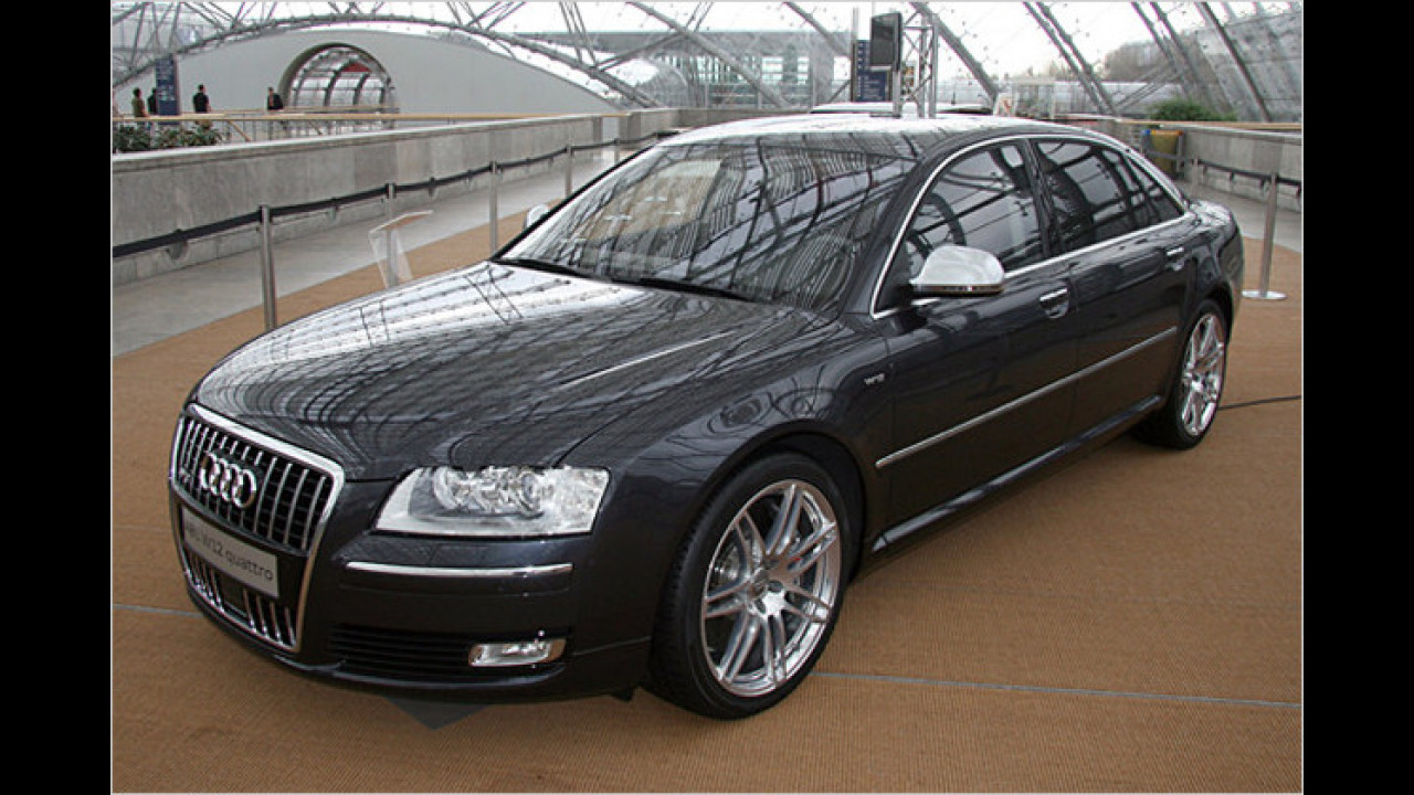 Audi A8 W12 quattro (Transporter – The Mission)