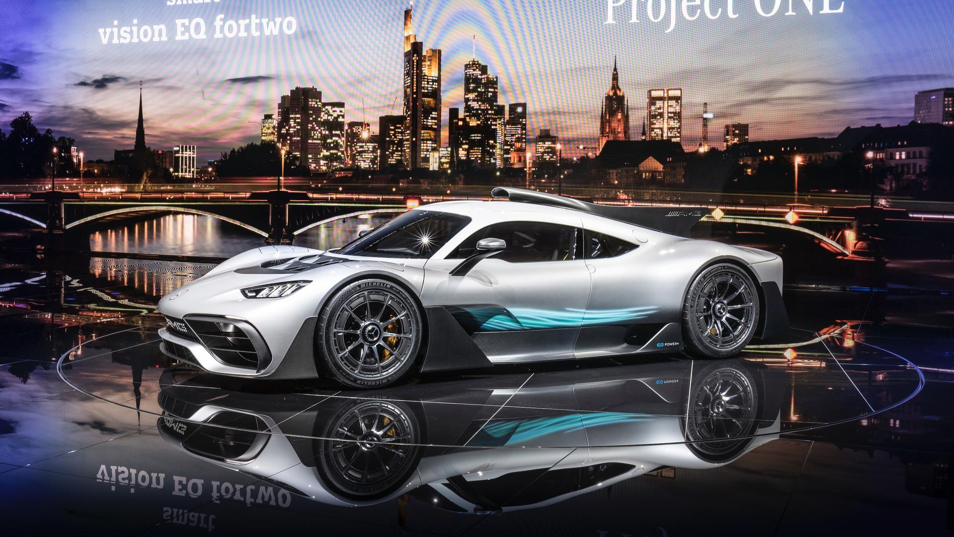mercedes amg project one bursts into frankfurt with 1 000 hp. Black Bedroom Furniture Sets. Home Design Ideas