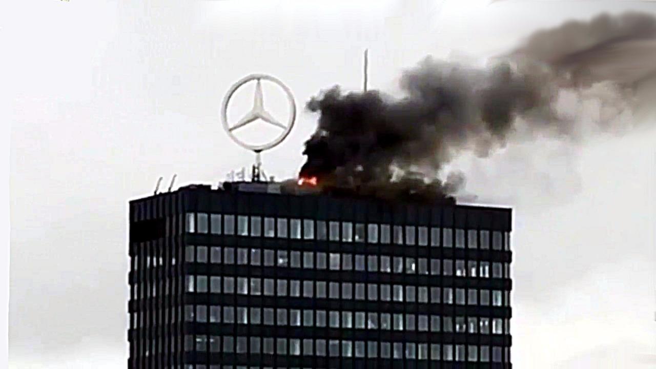 Europa-Center Mercedes-Benz emblem fire