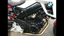 Avaliação: BMW F800R - Deitando com a pelada alemã