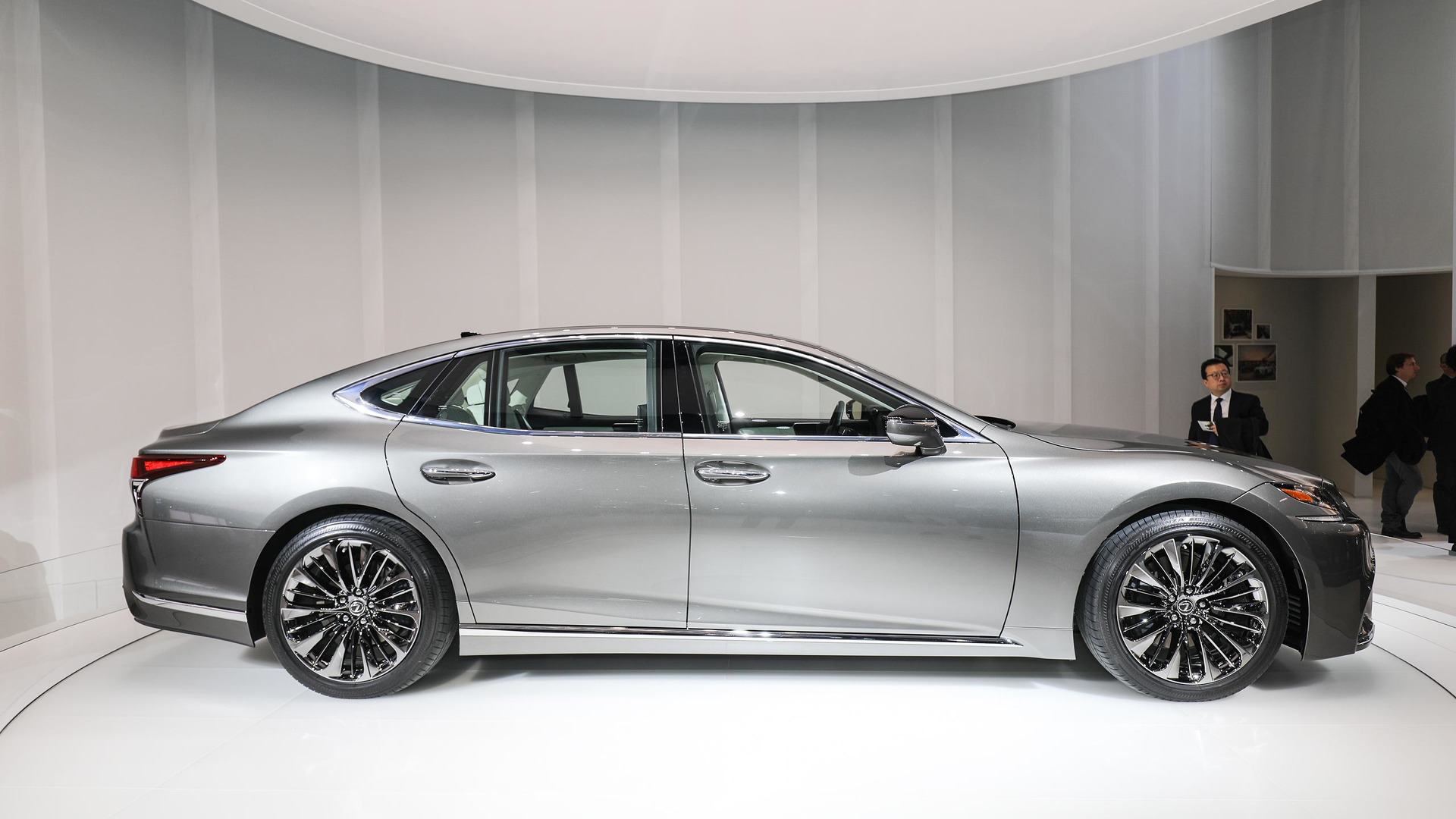 2018 lexus ls brings new v6 biturbo to the world. Black Bedroom Furniture Sets. Home Design Ideas