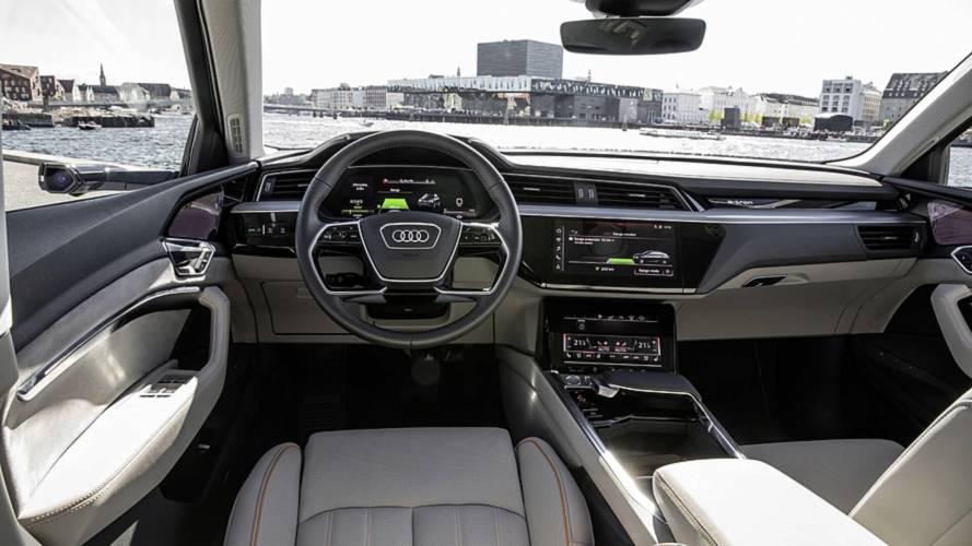 Audi e-tron, l'abitacolo e i suoi 5 monitor