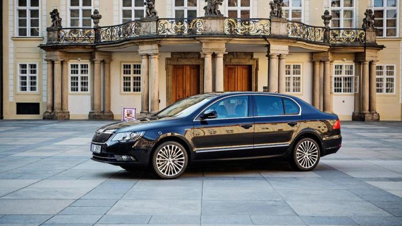 Skoda Superb presidential limo 26.6.2013