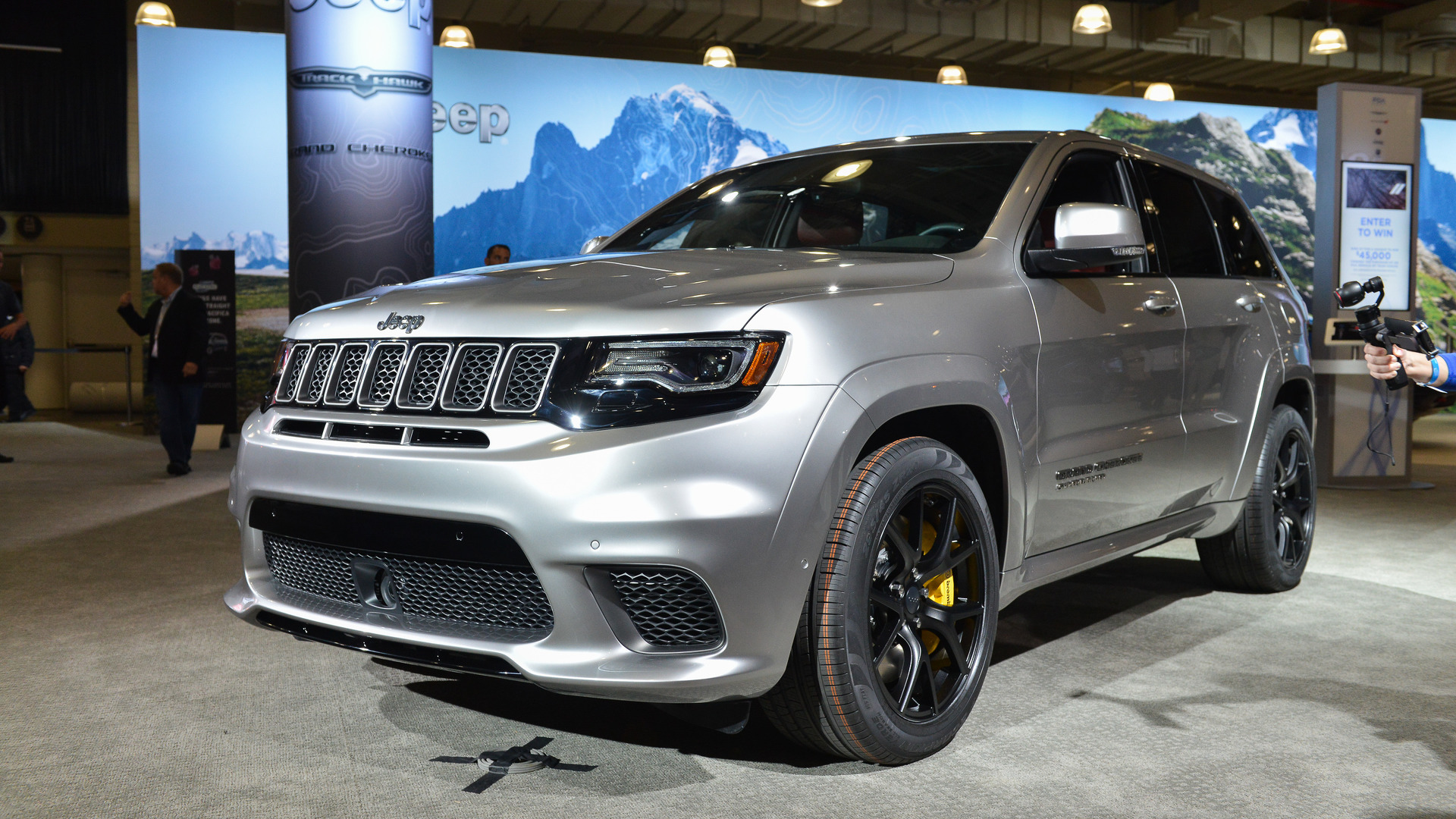 10 more things to know about the jeep grand cherokee trackhawk. Black Bedroom Furniture Sets. Home Design Ideas