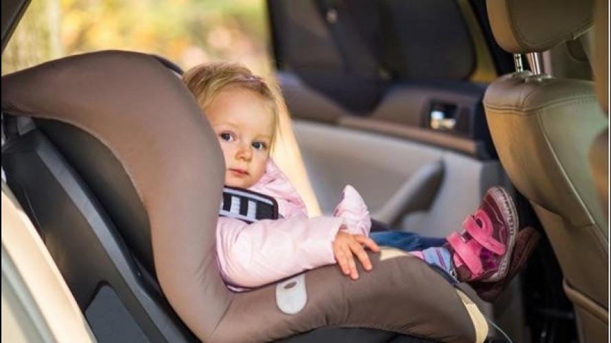Bimbi dimenticati in auto, perché succede e come prevenirlo