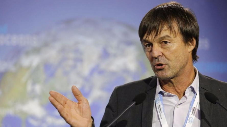 nicolas hulot annonce une fin de vente de voitures diesel et essence pour 2040. Black Bedroom Furniture Sets. Home Design Ideas