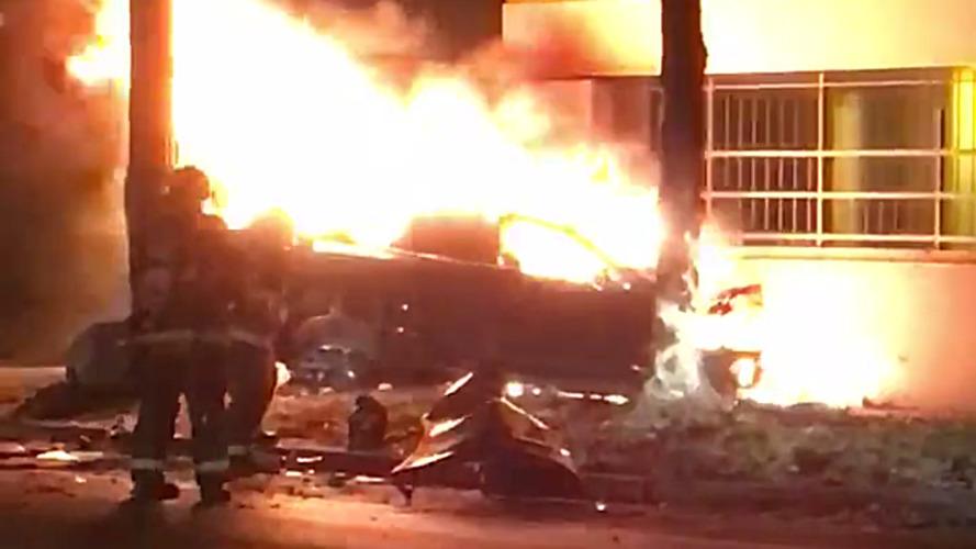 Ölümcül Tesla Model S kazasında çıkan yangın güvenlik konusunda endişeleri arttırdı