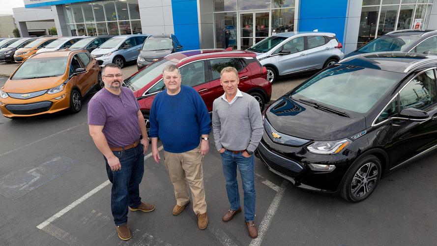 Chevrolet celebra entrega das três primeiras unidades do Bolt