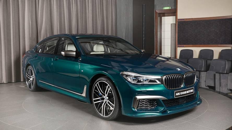 Yeşilin farklı bir tonundaki bu BMW M760Li'ye bir göz atın