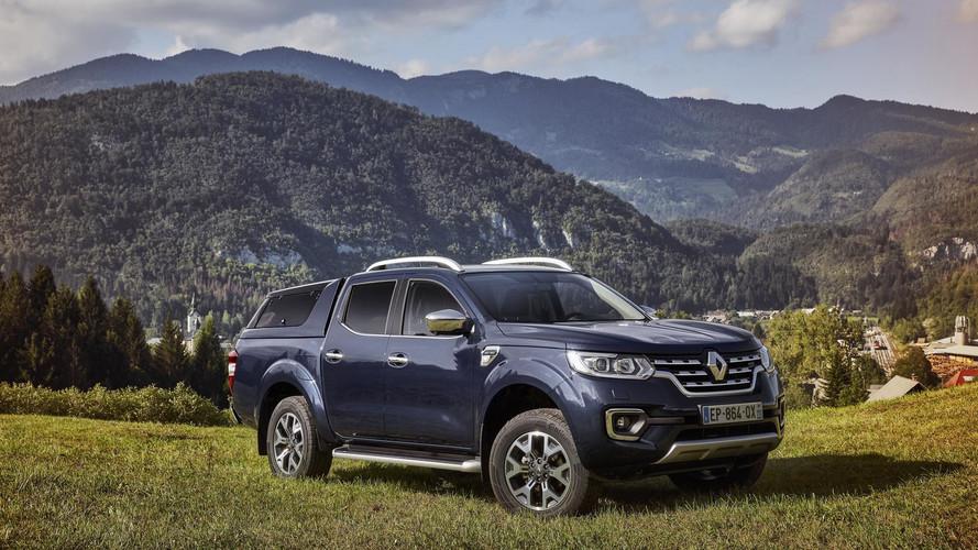 PHOTOS - Le Renault Alaskan gambade dans les champs