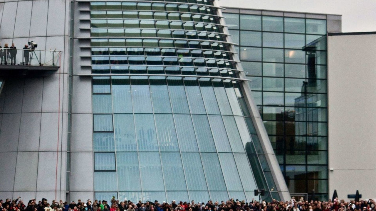 15.000 spectators attended the season finale of Mercedes-Benz UK at the Mercedes-Benz World in Weybridge, England on 8 November 2009,