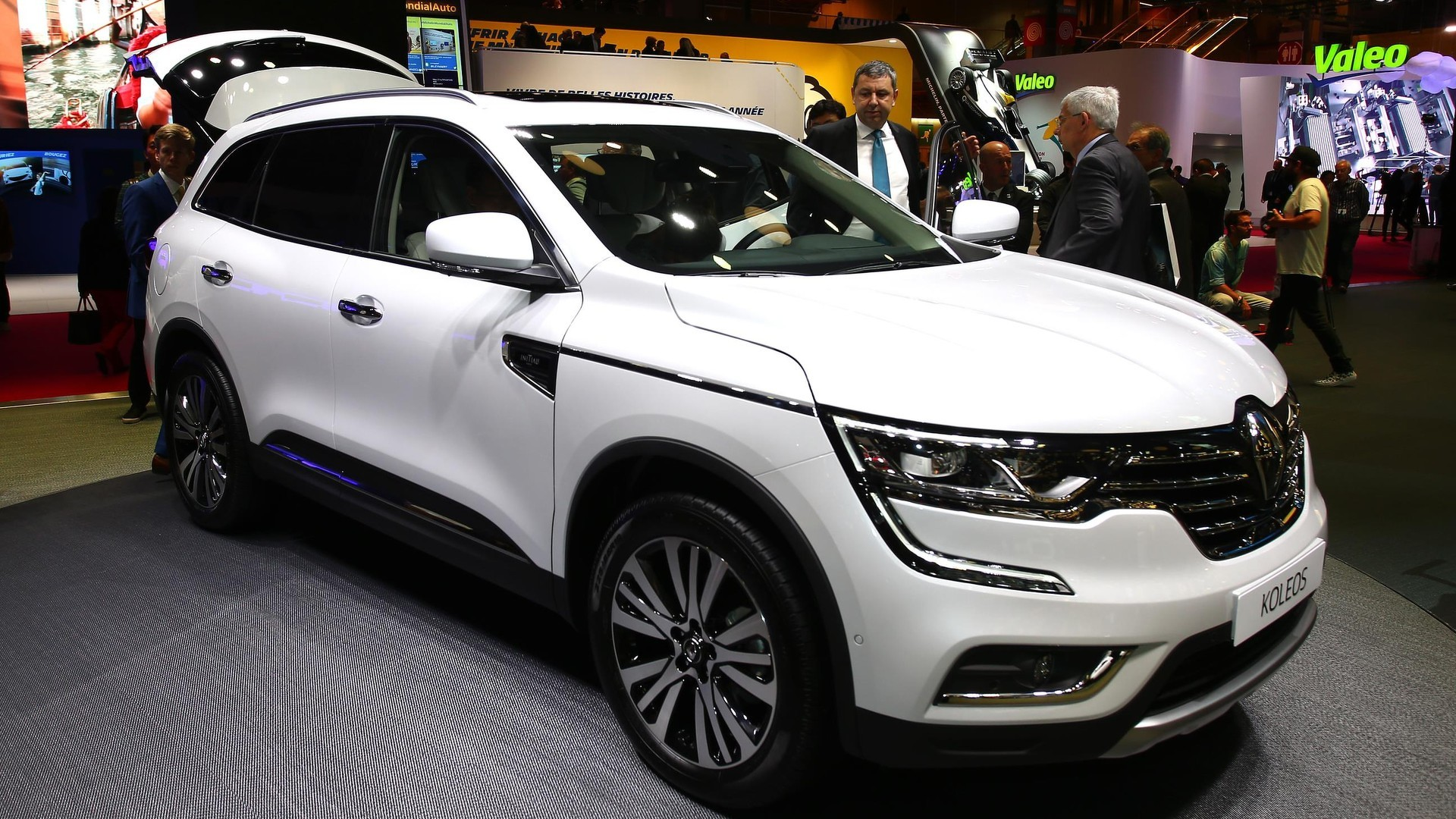 renault koleos suv makes european debut in paris. Black Bedroom Furniture Sets. Home Design Ideas