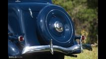 Ford Deluxe Trunk-Back Tudor Sedan
