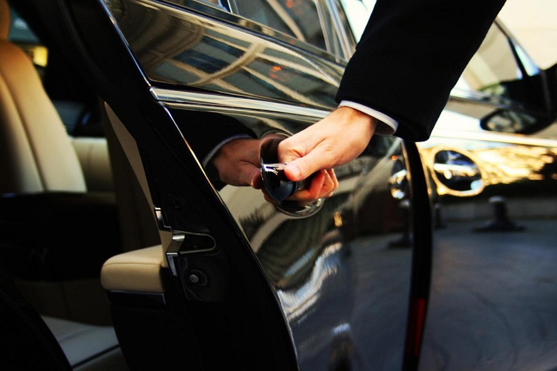 Служба открыть машину