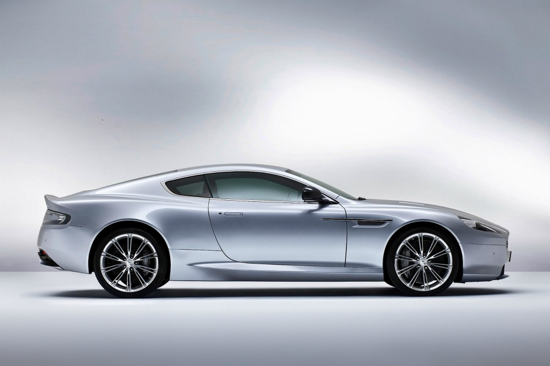 2013 Aston Martin DB9 Brings More Power, Same Sexy