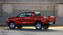 Comparativo - Chevrolet S10 2.5 AT vs. Toyota Hilux 2.7 AT