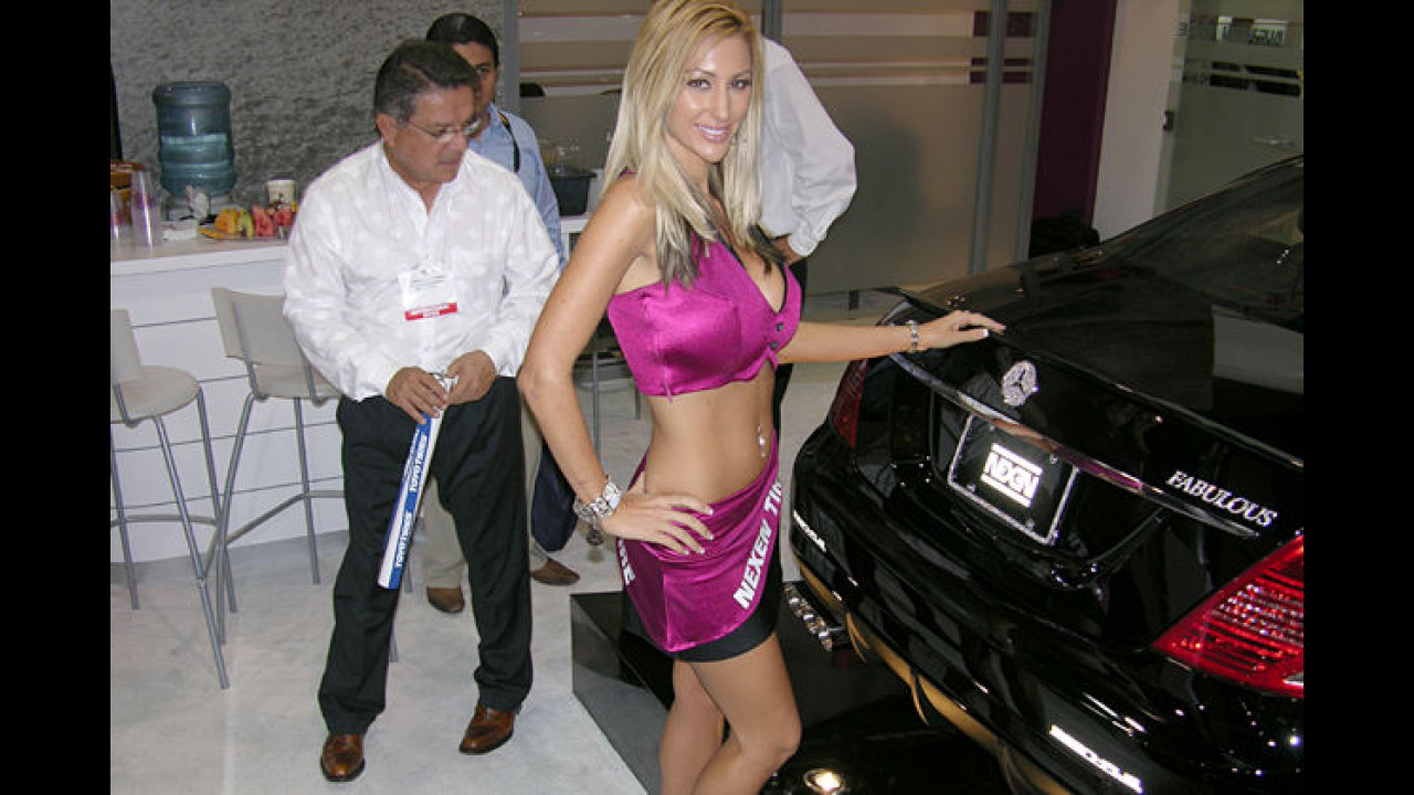 Das schauen gleich alle hin: So eine schöne Mercedes!