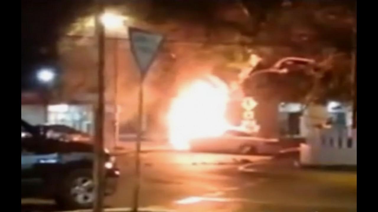 Vídeo: este é o segundo Tesla S que pega fogo no México neste mês