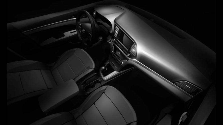 Hyundai Elantra 2017 tem primeira foto interna divulgada