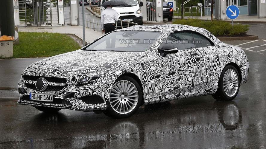 Mercedes S-Class Cabrio caught in the rain