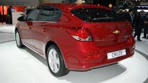 Chevrolet Cruze hatchback in Geneva [video]