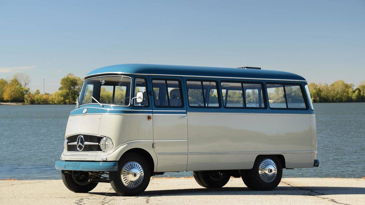 Mercedes o 319 restomod goes to auction mixing classic for Mercedes benz auction