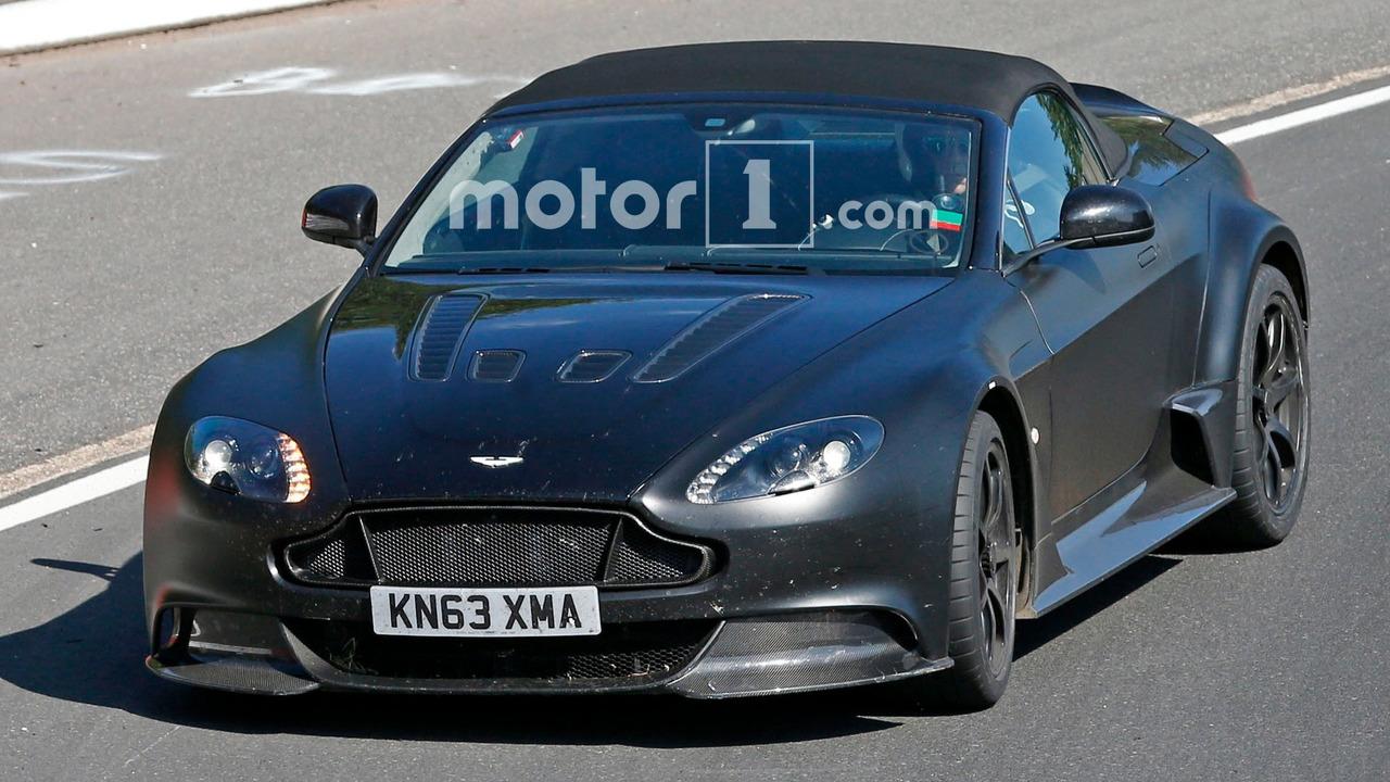 Aston Martin Vantage GT12 Roadster casus fotoğrafı