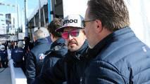 Fernando Alonso y Zack Brown