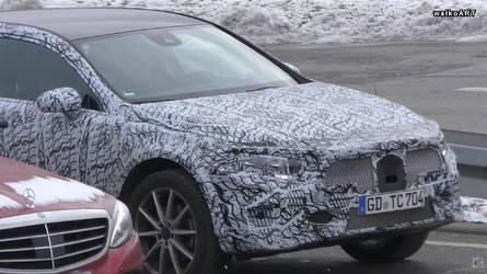 Yeni Mercedes GLA test edilirken yakalandı
