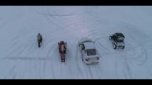 Una Porsche 911 GT3 sul ghiaccio con lo Stunt Freaks Team