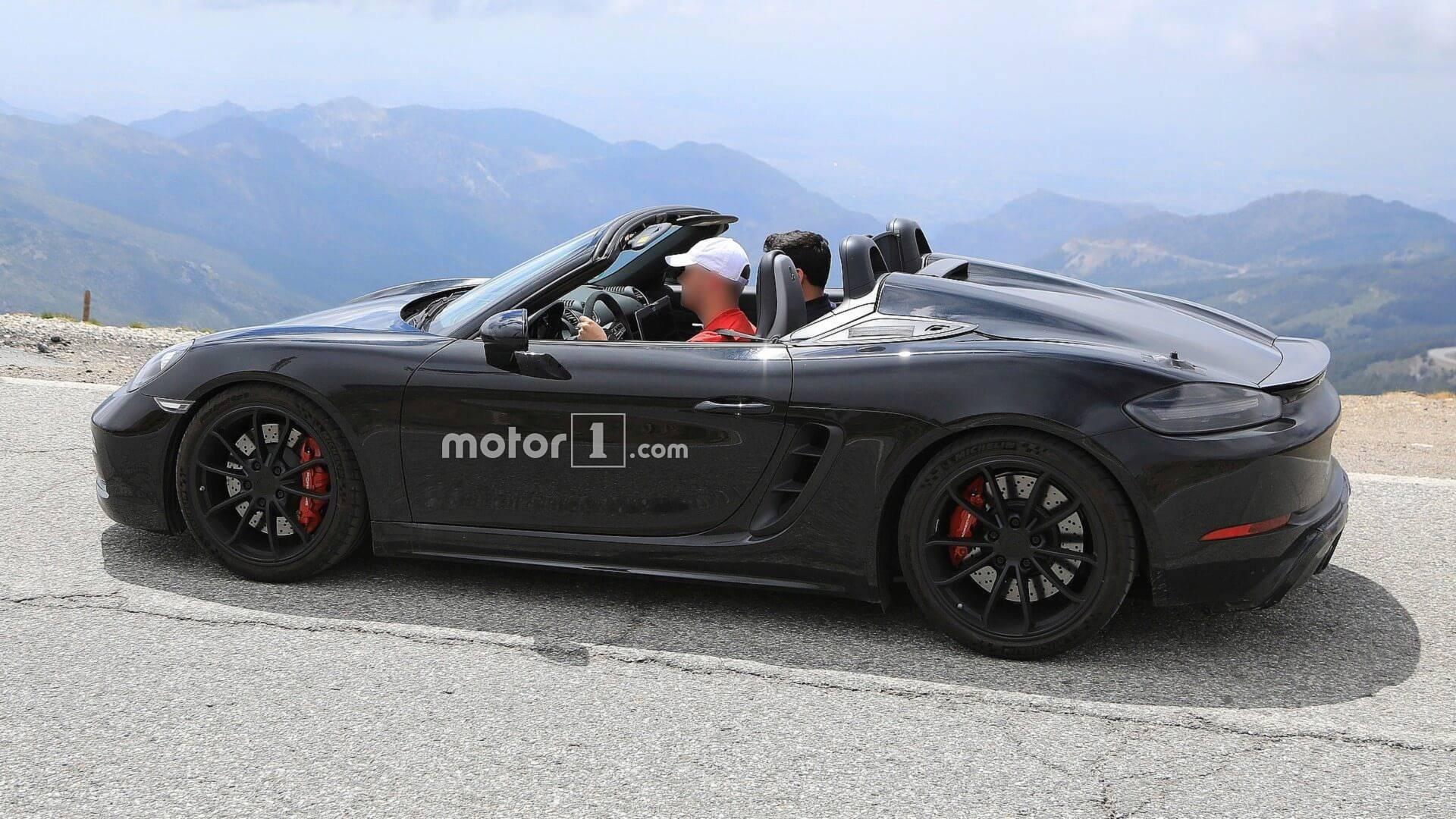 2016 - [Porsche] 718 Boxster & 718 Cayman [982] - Page 7 2019-porsche-718-boxster-spyder-spy-photo