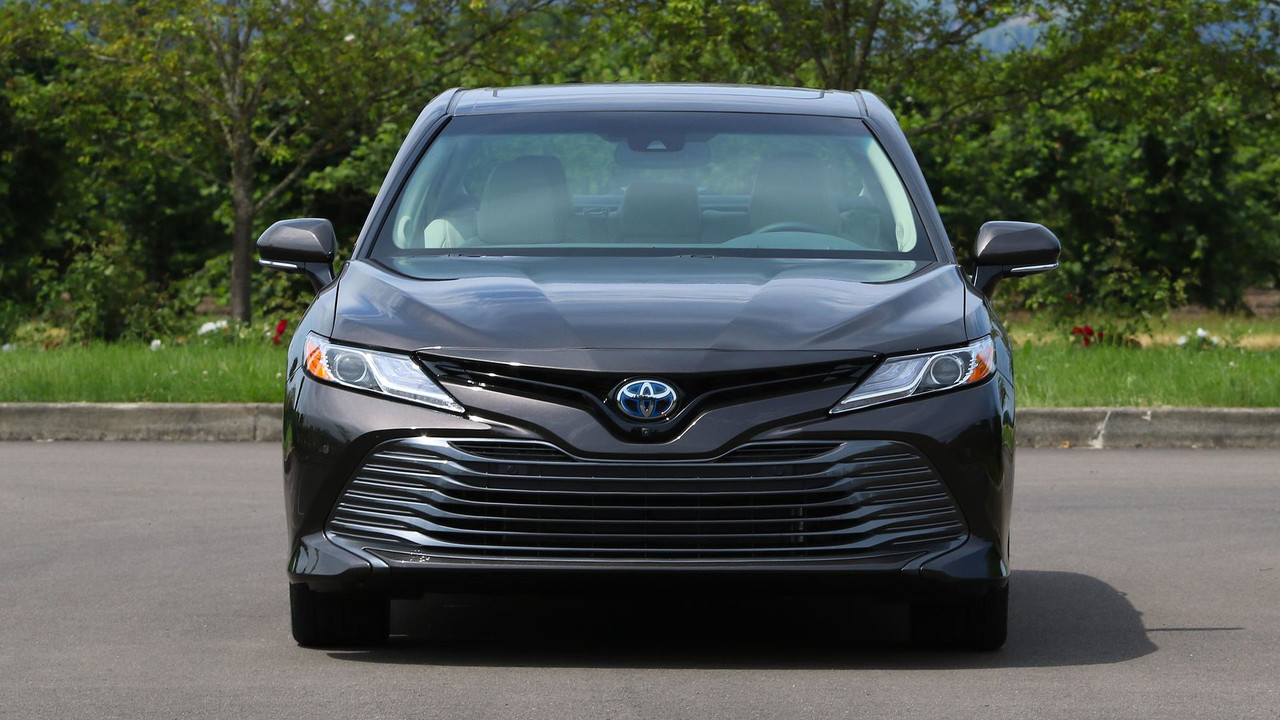 2018 toyota camry hybrid review more efficient more useful. Black Bedroom Furniture Sets. Home Design Ideas