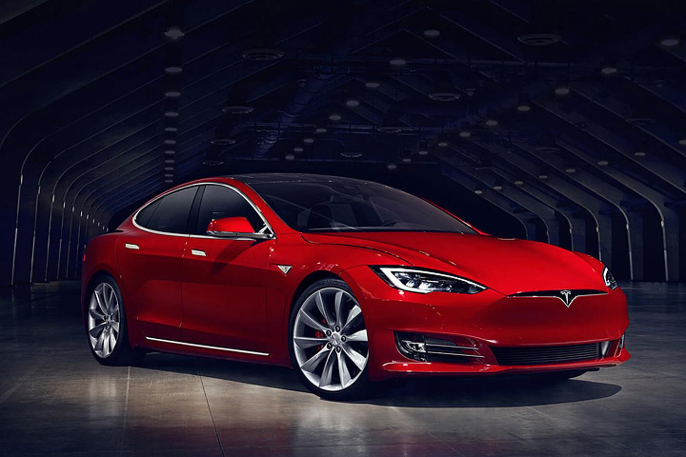 VIDÉO - Ils piratent une Tesla via une appli qui promet des burgers gratuits !