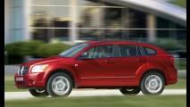 Recall: problemas no acelerador do Dodge Caliber e no Jeep Compass