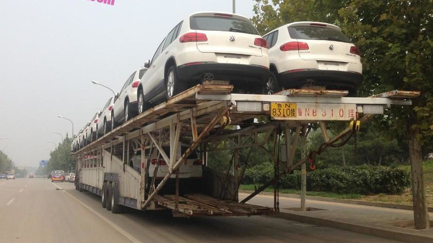 Giant car carrier trailer spotted in China with 13 Volkswagen Tiguans, one Polo and a Touran