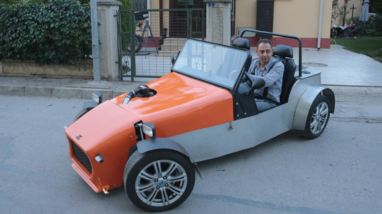Belgeselden etkilenen adam kendi otomobilini üretti