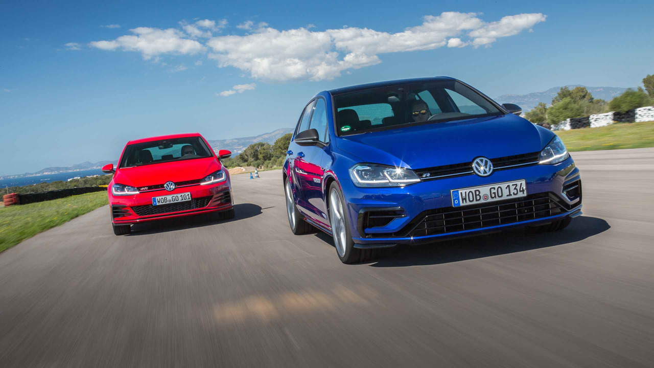 volkswagen golf gti vs r which should you buy. Black Bedroom Furniture Sets. Home Design Ideas
