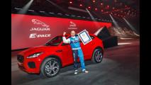 Jaguar E-Pace, il salto record con avvitamento