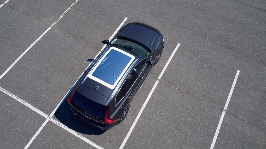 Volvo's magnetic moonroof attachment to enable in-car view of eclipse action