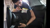 Bimbi in auto, come montare il seggiolino