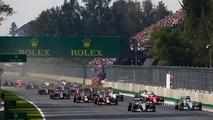 Start- Nico Rosberg, Mercedes AMG F1 W06 leads