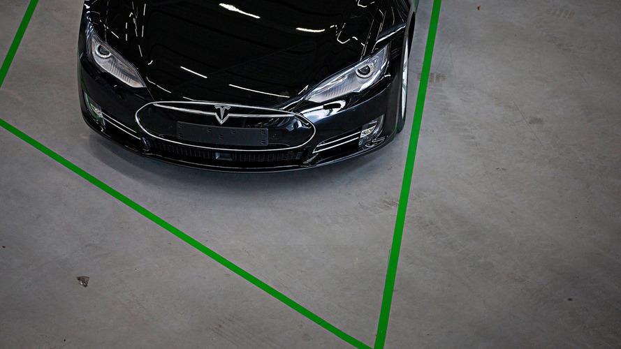 Mostantól már a Tesla modellek is rendelkeznek automata vészfék-asszisztenssel