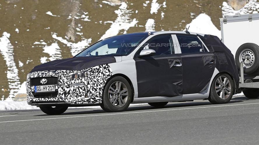 2017 Hyundai i30 / Elantra GT spied wearing less disguise
