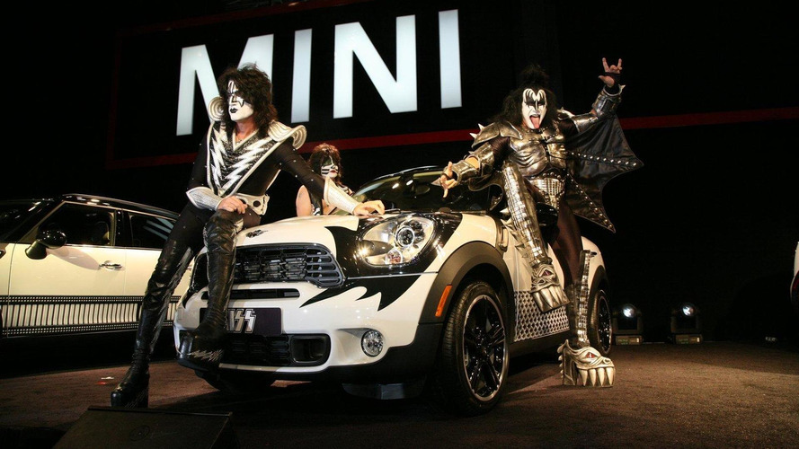MINI and rock legends KISS join forces in New York for charity