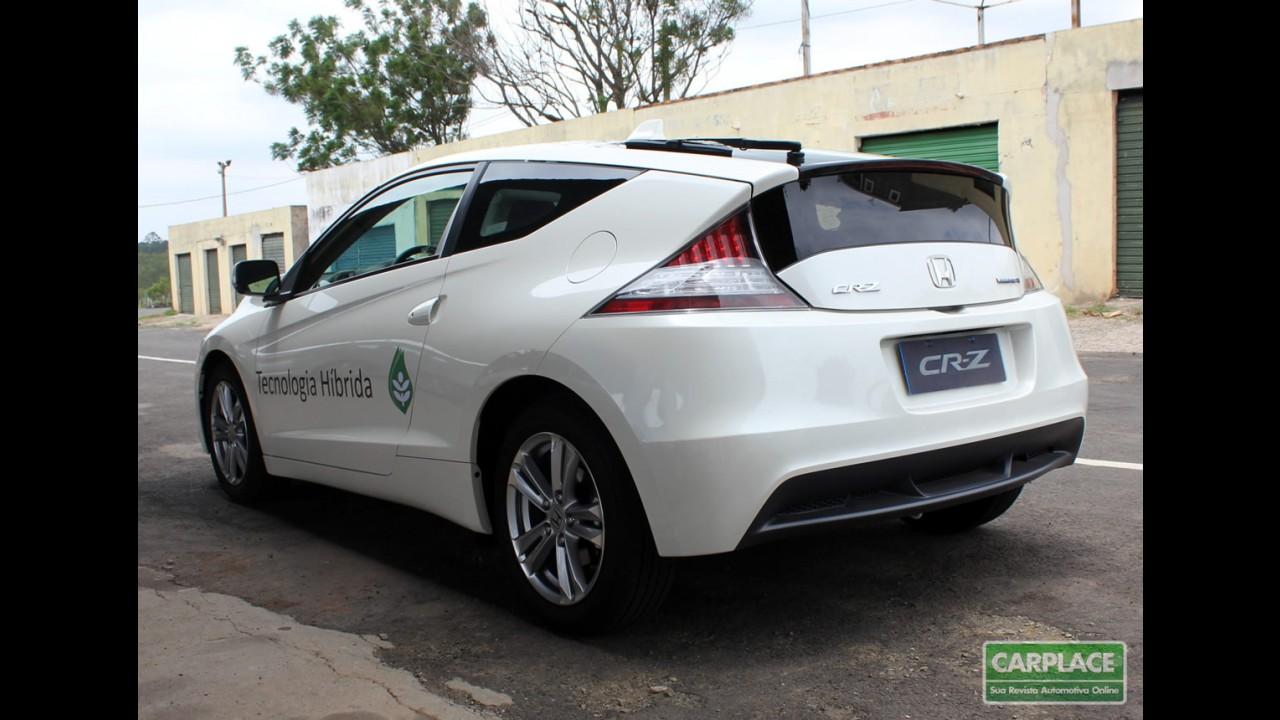 """Na pista: Dirigimos o esportivo híbrido Honda CR-Z, eleito o """"Carro do Ano"""" no Japão"""
