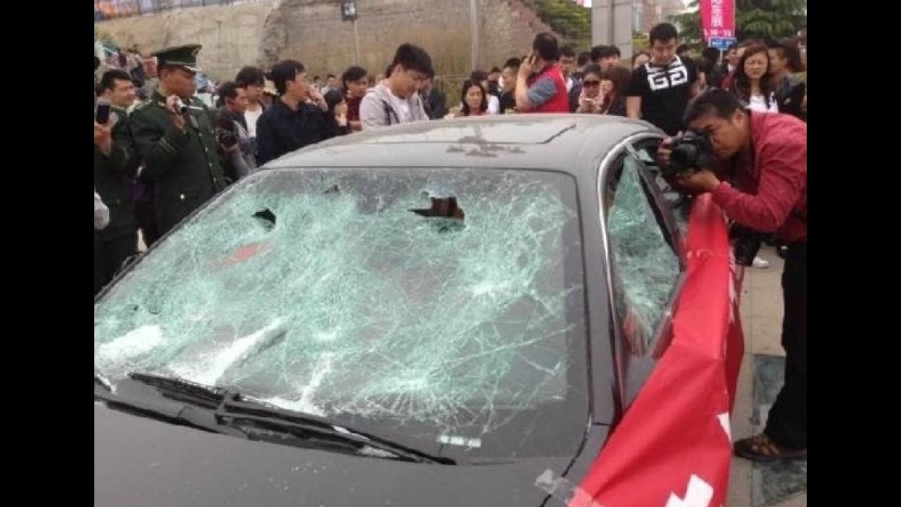 Dono destrói Maserati Quattroporte na China