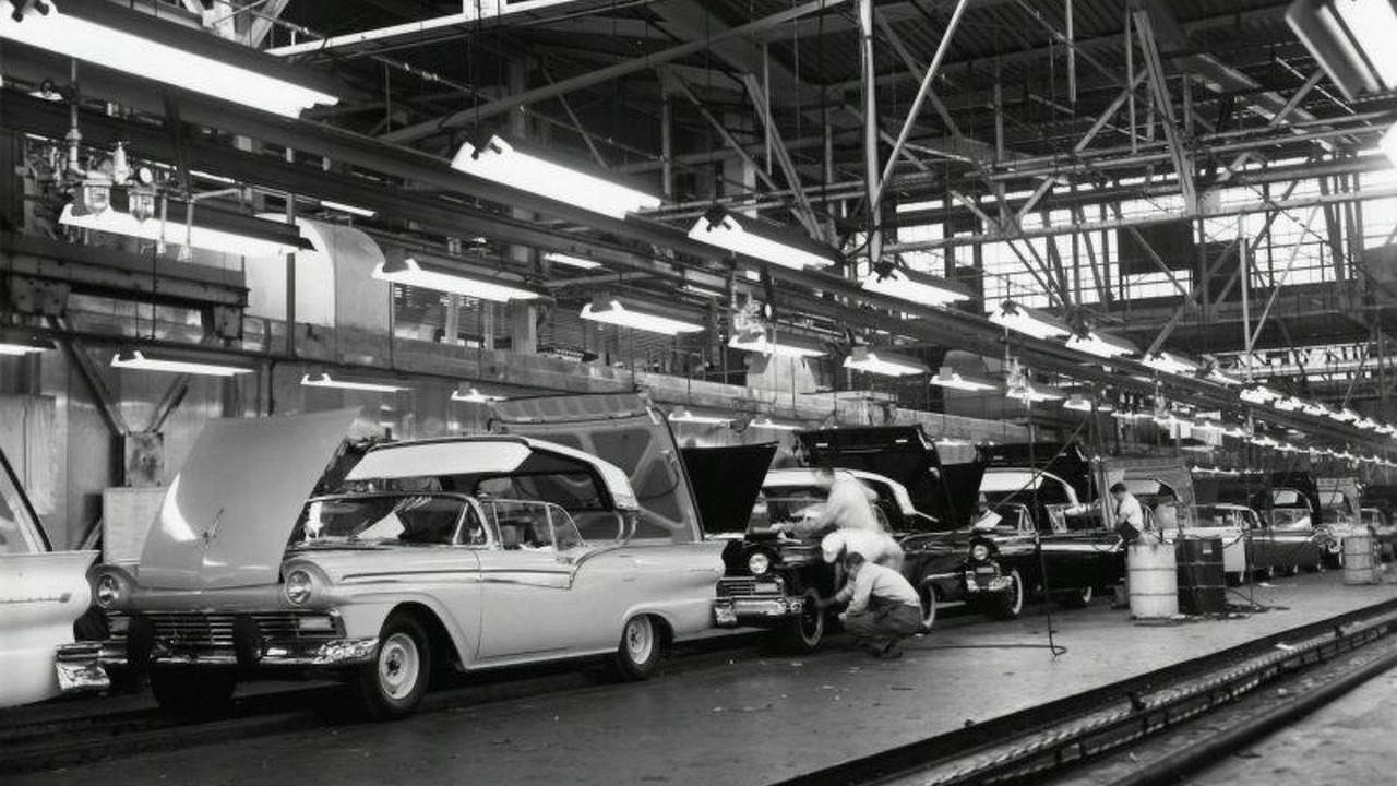 Ford Fairlane Skyliner production line
