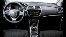 Suzuki S-Cross 2017 estreia visual repaginado e motores turbo BoosterJet